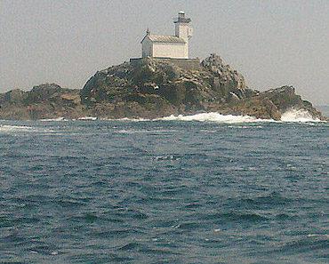 Tevennec Lighthouse by Calcineur