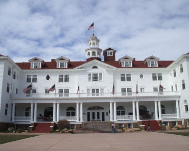 Image courtesy of https://commons.wikimedia.org/wiki/File:Stanley_Hotel_in_Estes_Park,_Colorado.jpg
